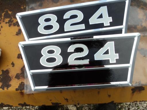 2 autocollants 824