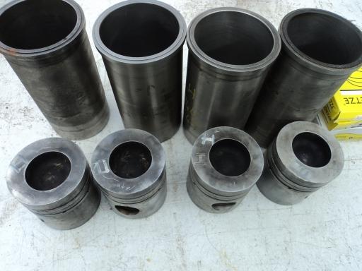 4 chemises- pistons segments IH 844/845